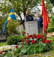 I dag är det fjorton år sedan socialdemokraten Anna Lindh dog. Minnet av henne hedrades med kransnedläggning av statsminister Stefan Löfven och utrikesminister Margot Wallström vid graven på Södermalm i Stockholm. Jonas Ekströmer/TT / TT NYHETSBYRÅN
