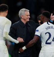 En nöjd José Mourinho firar efter matchen. ANDREW COULDRIDGE / BILDBYRÅN