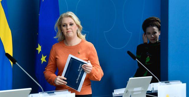 Socialminister Lena Hallengren (S) och kulturminister Amanda Lind (MP) presenterade det nya förslaget idag Jessica Gow/TT / TT NYHETSBYRÅN