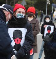 Protester i Warszawa mot förslaget till ny abortlagstiftning. Czarek Sokolowski / TT NYHETSBYRÅN