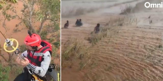 Räddningsarbetare i Moçambique. AP