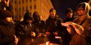 Människor protesterar i Ukraina inför att presidenten Rysslands  Vladimir Putin och Ukrainas president Volodymyr Zelenskyj ska träffas. Människor är rädda att Zelenskyj inte ska stå upp för Ukrainas intressen. GENYA SAVILOV / AFP