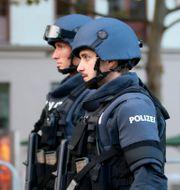 Österrikisk polis.  Ronald Zak / TT NYHETSBYRÅN