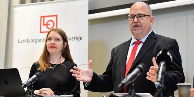 Marika Lindgren Åsbrink, utredningsstrateg, och LOs ordförande Karl-Petter Thorwaldsson. Jessica Gow/TT / TT NYHETSBYRÅN