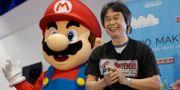Shigeru Miyamoto bredvid en Super Mario-figur. Jae C. Hong / TT NYHETSBYRÅN