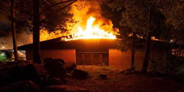 500 elever utan skola efter brand