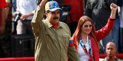 Nicolás Maduro tillsammans med sin hustru Cilia Flores under ett kampanjmöte i Caracas i februari.  MARCO BELLO / TT NYHETSBYRÅN
