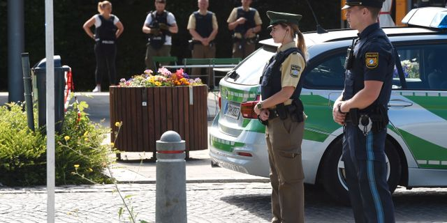 Skadade poliser kanner sig svikna