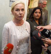 Anna Johansson möter pressen. Ari Luostarinen / TT NYHETSBYRÅN