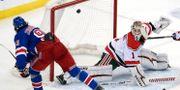 Mika Zibanejad gör mål mot New Jersey i NHL. Julio Cortez / TT NYHETSBYRÅN