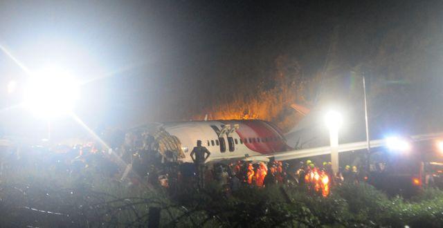 Flygplanet efter kraschen i Kozhikode.  C.K.Thanseer / TT NYHETSBYRÅN