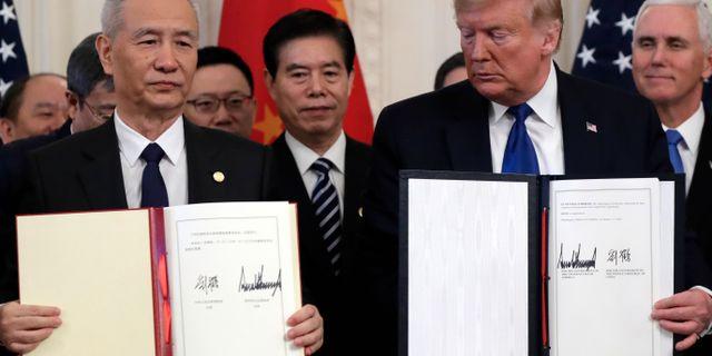 USA:s Donald Trump, Kinas Liu He på onsdagen. Evan Vucci / TT NYHETSBYRÅN