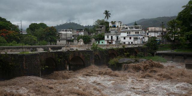Stormen Amanda slår hårt mot El Salvador och Guatemala.  Moises Castillo / TT NYHETSBYRÅN