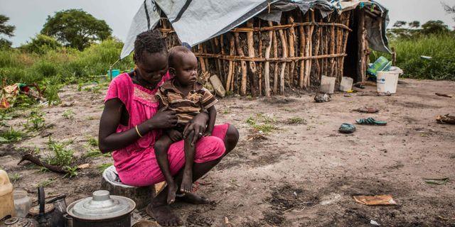 Arkivbild: En kvinna som lagar mat. PATRICK MEINHARDT / AFP
