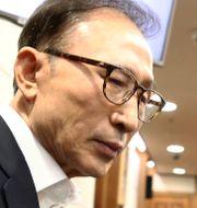 Sydkoreas tidigare president Lee Myung-bak i domstolen i Seoul på onsdagen.  Chung Sung-Jun / TT NYHETSBYRÅN/ NTB Scanpix