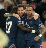 Lionel Messi firar sitt första mål för PSG.  Christophe Ena / TT NYHETSBYRÅN