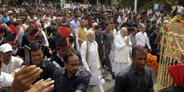 Narendra Modi på Atal Bihari Vajpayees begravning igår.  - / AFP