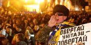 Tusentals människor demonstrerade i Kiev. VALENTYN OGIRENKO / TT NYHETSBYRÅN