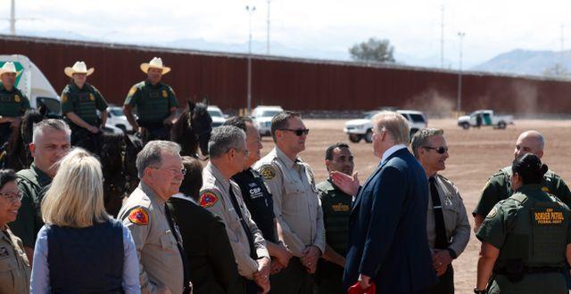 Trump under ett besök vid muren i april. Jacquelyn Martin / TT NYHETSBYRÅN