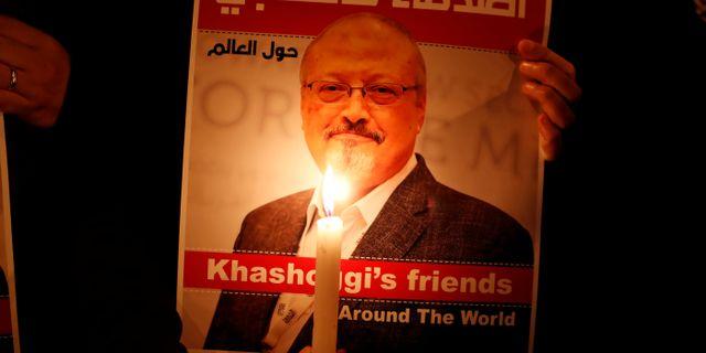Plansch som pryds av journalisten Jamal Khashoggi. Arkivbild. Osman Orsal / TT NYHETSBYRÅN