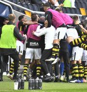 Glädjeyra i AIK sedan hemmalaget tagit ledningen med 3-0 Claudio Bresciani/TT / TT NYHETSBYRÅN