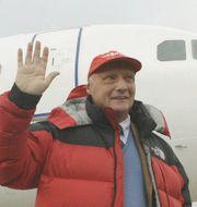 Arkivbild: Niki Lauda, trefaldig världsmästare i Formel 1, har anmält intresse att köpa tillbaka sitt gamla flygbolag Fly Niki från Air Berlin.  HANS PUNZ / TT / NTB Scanpix