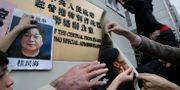Demonstranter i Hongkong protesterar mot behandlingen av Gui Minhai. Arkivbild. Vincent Yu / TT NYHETSBYRÅN/ NTB Scanpix