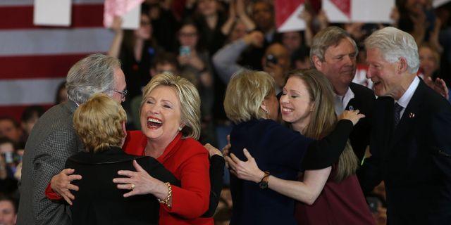 Clinton tvingas betala boter