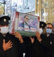 Mohsen Fakhrizadehs kista bärs till begravningen TT NYHETSBYRÅN