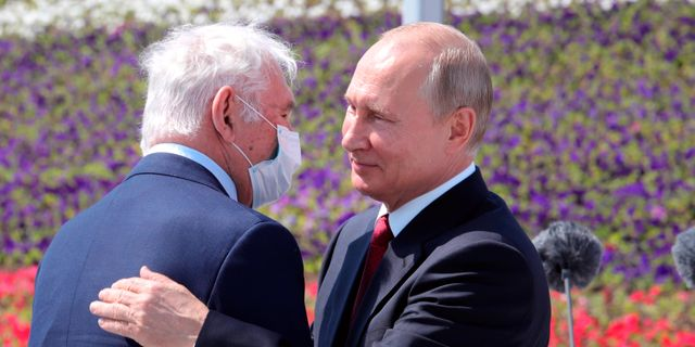Vladimir Putin under lördagens nationaldagsfirande. Mikhail Klimentyev / TT NYHETSBYRÅN