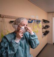Sjukvårdare i skyddskläder. Björn Larsson Rosvall /TT / TT NYHETSBYRÅN