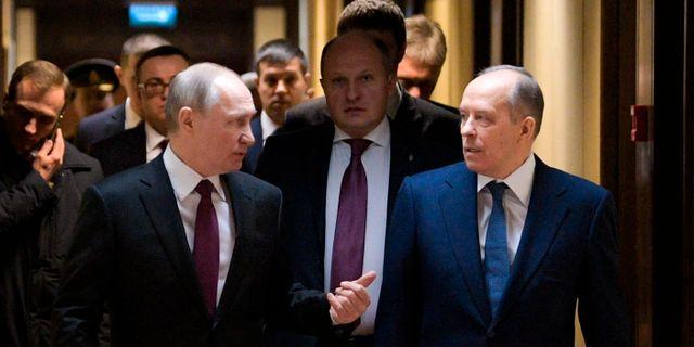Rysslands president Vladimir Putin, tillsammans med sin underrättelsechef Alexandr Bortnikov. Alexei Druzhinin / TT NYHETSBYRÅN