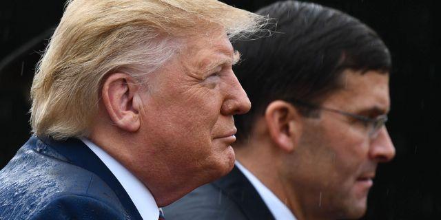 Donald Trump och Mark Esper. BRENDAN SMIALOWSKI / AFP