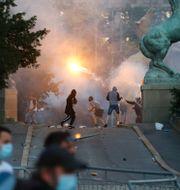 Demonstranter i Belgrad ikväll  Darko Vojinovic / TT NYHETSBYRÅN