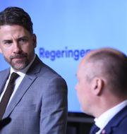 Mikael Ribbenvik och justitieminister Morgan Johansson (S). Arkivbild.   Maja Suslin/TT / TT NYHETSBYRÅN