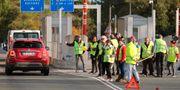 Gula västarna demonstrerar vid en motorväg i Biarritz, sydvästra Frankrike. Bob Edme / TT NYHETSBYRÅN/ NTB Scanpix
