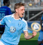 Malmös Søren Rieks jublar efter sitt 0-1 mål under lördagens fotbollsmatch i allsvenskan mellan IK Sirius FK och Malmö FF på Studenternas IP. Anders Wiklund/TT / TT NYHETSBYRÅN