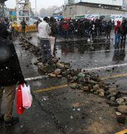 Vägblockad i Teheran i protest mot bensinpriserna. Majid Khahi / TT NYHETSBYRÅN
