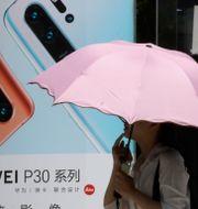 A woman walks past advertisement for Huawei smartphones in Beijing on Thursday, May 16, 2019. Ng Han Guan / TT NYHETSBYRÅN