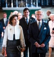 Kung Carl Gustaf och drottning Silvia lämnar Storkyrkan efter gudstjänsten inför riksmötets öppnande igår. Pontus Lundahl/TT / TT NYHETSBYRÅN