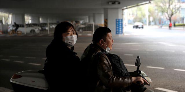 Människor i Peking. TINGSHU WANG / TT NYHETSBYRÅN