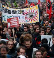 Demonstranter i Paris i går. Francois Mori / TT NYHETSBYRÅN