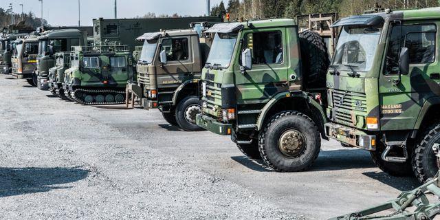 Militärfordon uppställda vid Försvarsmaktens regemente i Enköping  Tomas Oneborg/SvD/TT / TT NYHETSBYRÅN