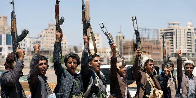 Huthirebeller i Jemens huvudstad Sanaa den 21 september. Khaled Abdullah / TT NYHETSBYRÅN