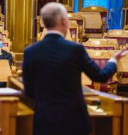 Finansminister Jan Tore Sanner i talarstolen i Stortinget.  TT