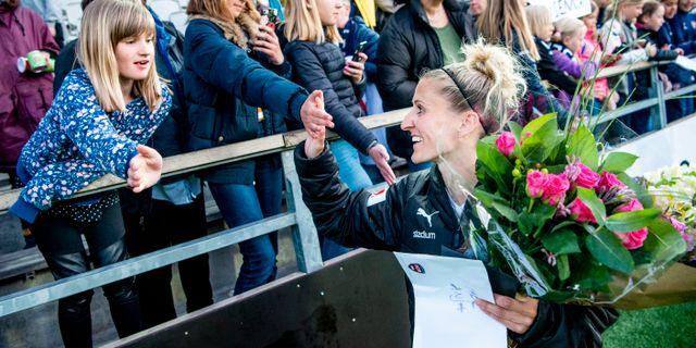 Anja Mittag hyllades med blommor. CHRISTIAN ÖRNBERG / BILDBYRÅN