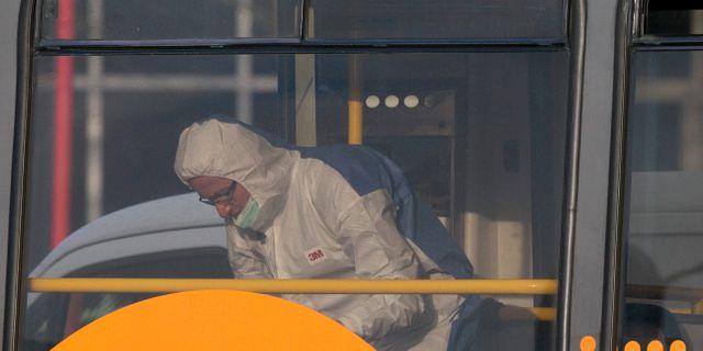 Polisens tekniker på plats på spårvagnen. Peter Dejong / TT NYHETSBYRÅN/ NTB Scanpix