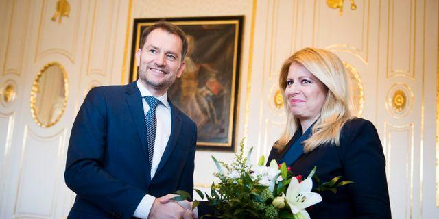 Olano-ledaren Igor Matovic och landets president Zuzana Caputova. VLADIMIR SIMICEK / TT NYHETSBYRÅN