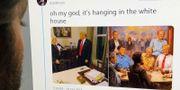 """Man tittar på Josh Billinsons Twitter-inlägg om Andy Thomas målning """"The Republican Club"""".  MARO SIRANOSIAN / AFP"""