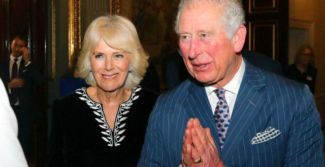 Prins Charles med hustrun Camilla. Aaron Chown / TT NYHETSBYRÅN